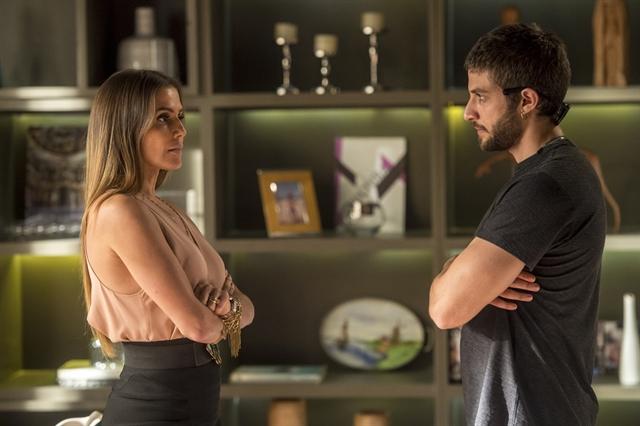 Karola (Deborah Secco) e Ícaro (Chay Suede) em cena de Segundo Sol (Foto: Globo/João Cotta)