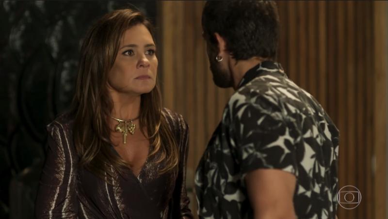 Laureta (Adriana Esteves) e Ícaro (Chay Suede) em Segundo Sol (Foto: Reprodução/Globo)