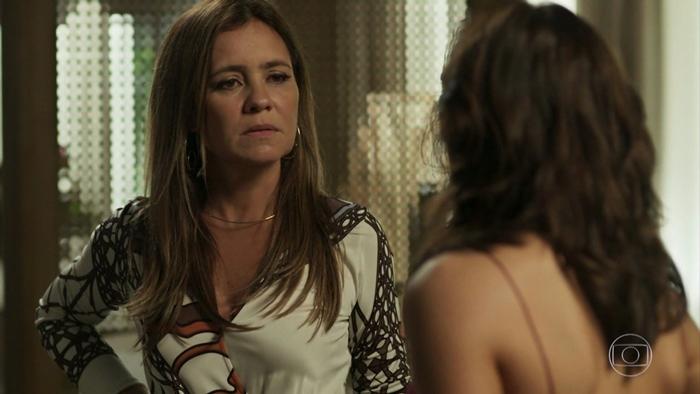 Laureta (Adriana Esteves) e Rosa (Letícia Colin) em cena de Segundo Sol (Foto: Reprodução/Globo)