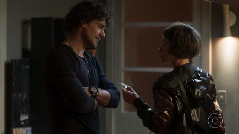 Narciso(Osmar Silveira) e Manu (Luisa Arraes) em cena deSegundo Sol (Foto: Reprodução/Globo)