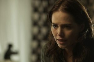 Rosa (Letícia Colin) descobre gravidez (Foto: Reprodução)