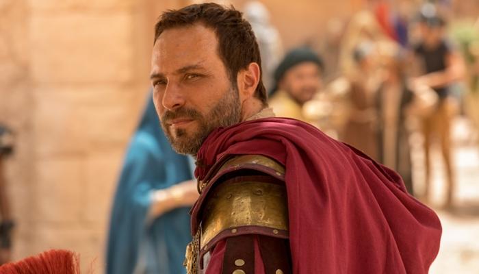 Fernando Pavão (Petronius) em cena de Jesus, nova novela bíblica da Record (Foto: Edu Moraes/ Record)
