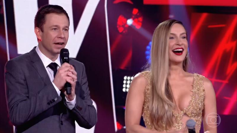 Tiago Leifert e Claudia Leitte na estreia da 7ª temporada do The Voice Brasil (Foto: Reprodução/Globo)