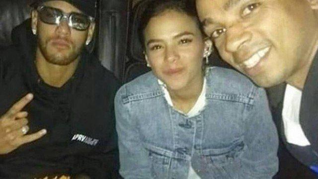 Bruna Marquezine, Neymar e um fã (Foto: Reprodução/Instagram)