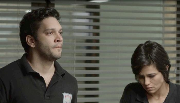 Ionan (Armando Babaioff) e Maura (Nanda Costa) em cena de Segundo Sol (Foto: