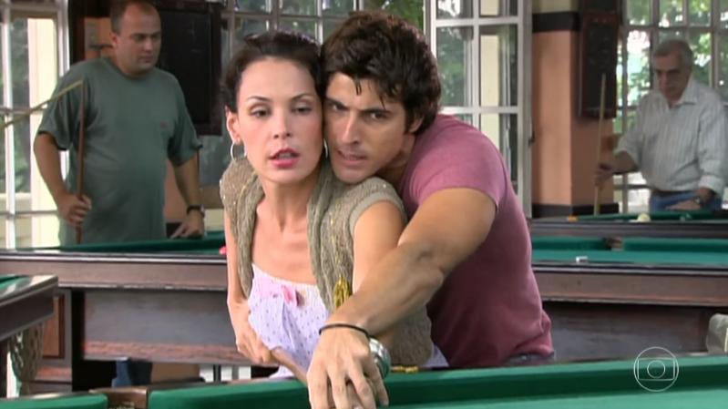 Rebeca (Carolina Ferraz) e Pascoal (Reynaldo Gianecchini) em cena de Belíssima (Foto: Reprodução/Globo)