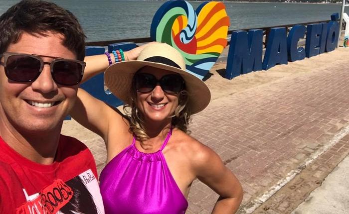 Ator e apresentador Mário Frias ao lado da esposa, Juliana Frias, no Tô de Férias (Foto: Reprodução)