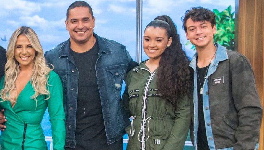 A família do cantor Xanddy e de Carla Perez. (Foto: Reprodução)