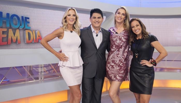 Ticiane Pinheiro, Cesar Filho, Ana Hickmann e Renata Alves no Hoje em Dia (Foto: Edu Moraes/Record)