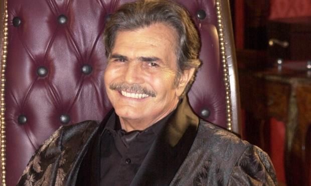 Tarcisio Meira em O Beijo do Vampiro na Globo (Foto reprodução)