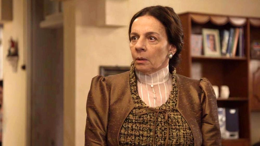 Dona Agustina (Rosi Campos) em cena de O Tempo Não Para (Foto: Divulgação/Globo)