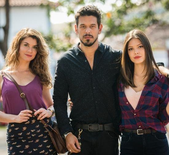 Alinne Moraes, João Vicente de Castro e Vitória Strada (Foto: Divulgação/TV Globo)