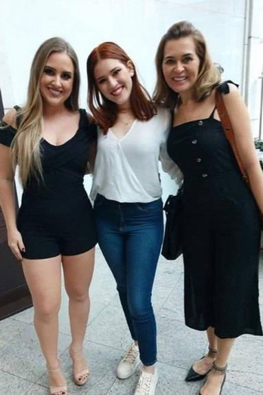 Ex-BBB Patrícia Leite reencontra colegas do programa (Foto: Reprodução)