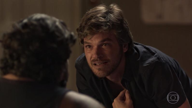 Beto (Emilio Dantas) eClóvis (Luis Lobianco) em cena de Segundo Sol (Foto: Reprodução/Globo)