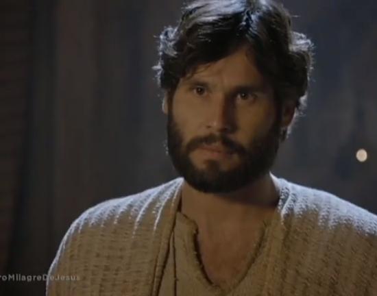 Dudu Azevedo (Jesus) em cena da novela bíblica da Record (Foto: Reprodução/Record)