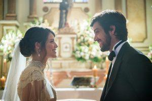 Ema (Agatha Moreira) e Ernesto (Rodrigo Simas) durante casamento em Orgulho e Paixão (Foto: Globo/Victor Pollak)