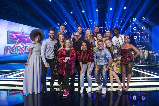 Os apresentadores Taís Araújo e Tiago Abravanel com o elenco da 2ª temporada do PopStar (Foto: Globo/Estevam Avellar)
