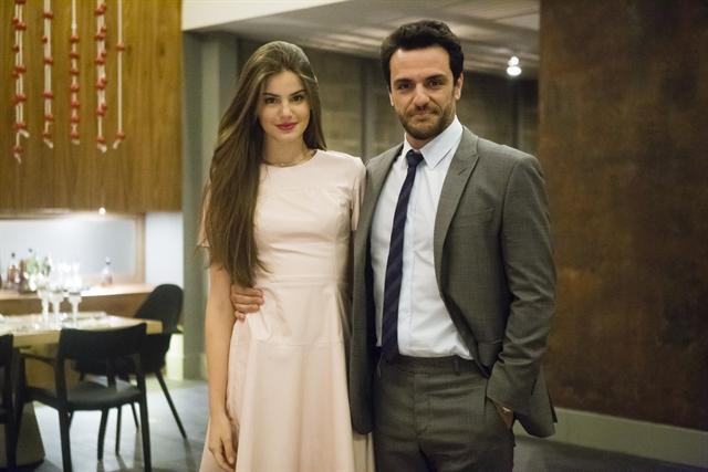 Angel (Camila Queiroz) e Alex (Rodrigo Lombardi) em Verdades Secretas (Foto: Globo/Tata Barreto)