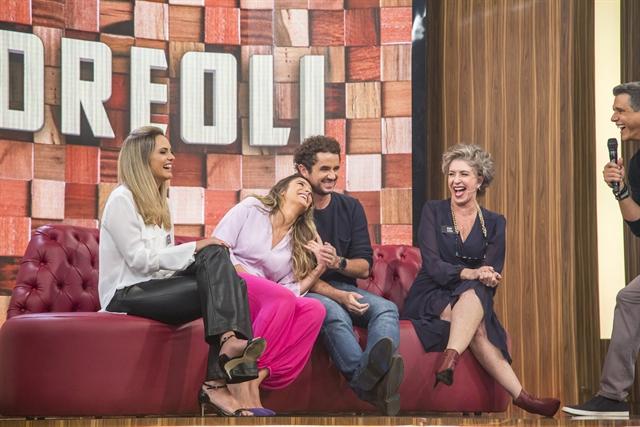 Felipe Andreoli, Rafa Brites e família no programa Tamanho Família (Foto: Globo/Marília Cabral)