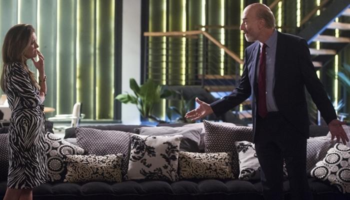 Laureta (Adriana Esteves) e Severo (Odilon Wagner) em cena de Segundo Sol (Foto: Globo/Raquel Cunha)