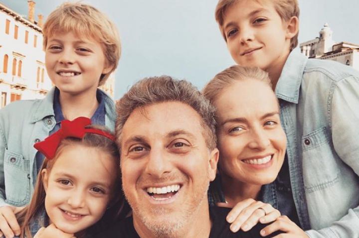 Luciano Huck, Angélica e os três filhos (Foto: Reprodução/Instagram)