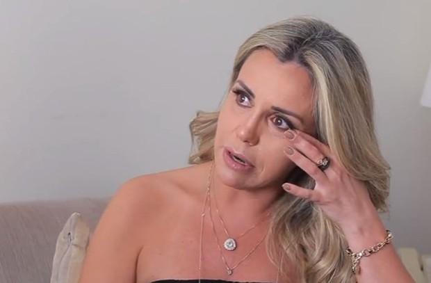 Renata Banhara conversou com Antonia Fontenelle (Foto: Reprodução/YouTube)