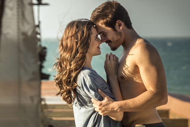 Marocas (Juliana Paiva) e Samuca (Nicolas Prattes) em cena de O Tempo Não Para (Foto: Globo/Isabella Pinheiro)