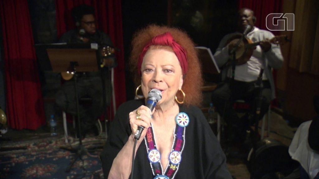 A cantora Beth Carvalho fez show com o grupo Fundo de Quintal (Foto: G1)
