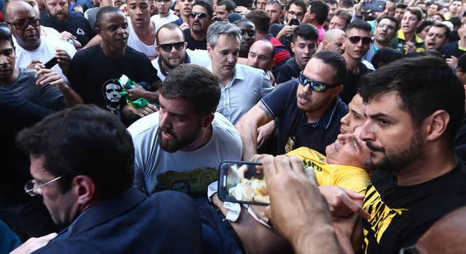 Bolsonaro levou facada durante ato de campanha em Juiz de Fora - MG (Foto: Reprodução)(