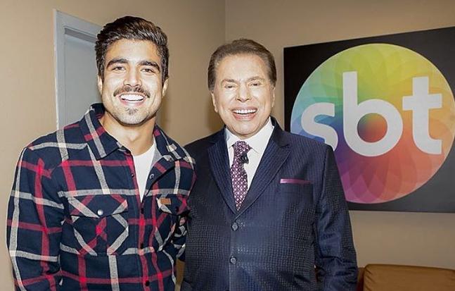 Caio Castro e o apresentador Silvio Santos. (Foto: Reprodução)