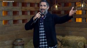 O apresentador Marcos Mion em A Fazenda 10 (Foto: Reprodução/Record)