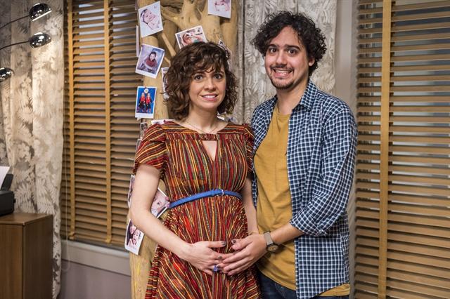 Taís (Renata Gaspar) e Pedro (George Sauma) na série Pais de Primeira (Foto: Globo/Paulo Belote)