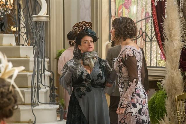 Petúlia (Grace Gianoukas) e Susana (Alessandra Negrini) em cena de Orgulho e Paixão (Foto: Globo/Marília Cabral)
