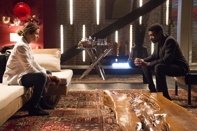 Luzia (Giovanna Antonelli) e Roberval (Fabricio Boliveira) em cena de Segundo Sol (Foto: Globo/Estevam Avellar)