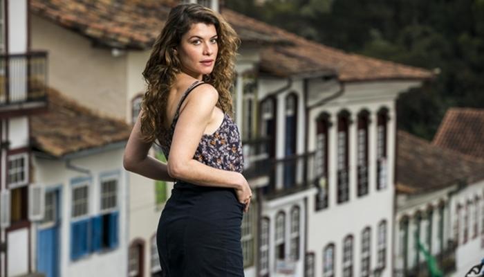 Isabel (Alinne Moraes) em Espelho da Vida (Foto: Globo/João Miguel Júnior)
