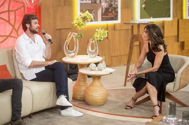 Beto Falcão (Emilio Dantas) é entrevistado por Fátima Bernardes em Segundo  Sol (Foto 051a1f4eff