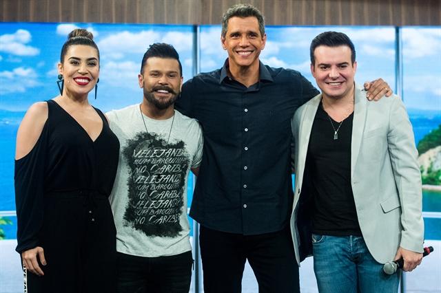 Márcio Garcia com Naiara Azevedo e Marcos & Belutti (Foto: Globo/Raquel Cunha)