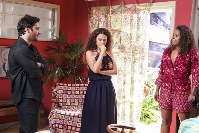 Ionan (Armando Babaioff), Selma (Carol Fazu) e Doralice (Roberta Rodrigues) em Segundo Sol (Foto: Globo/João Miguel Júnior)