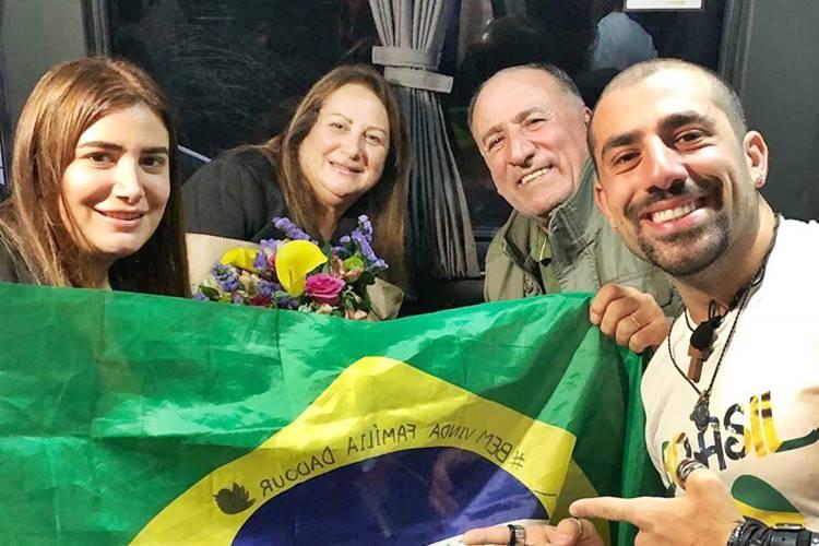 Kaysar e a família (Foto: Reprodução)