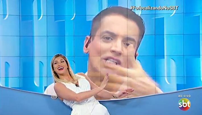 Lívia Andrade conversa com o jornalista Leo Dias no Fofocalizando. (Foto: Reprodução)