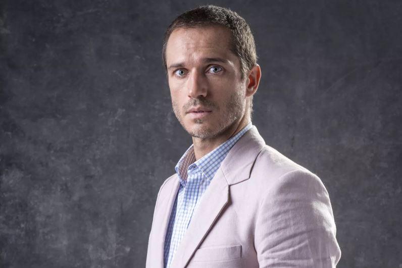 O ator Paulo Rocha como o médico José Aranha (Foto: João Cotta/Gshow)