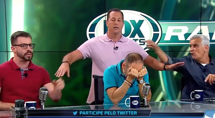 Apresentador Benjamin Back precisa intervir em discussão do Fox Sports Radio. (Foto: Reprodução/YouTube)