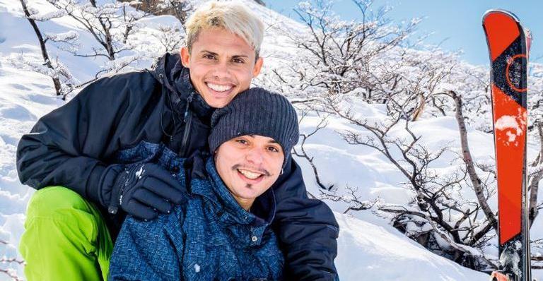 O ator da Globo Silvero e Rafael. Foto - Caras.