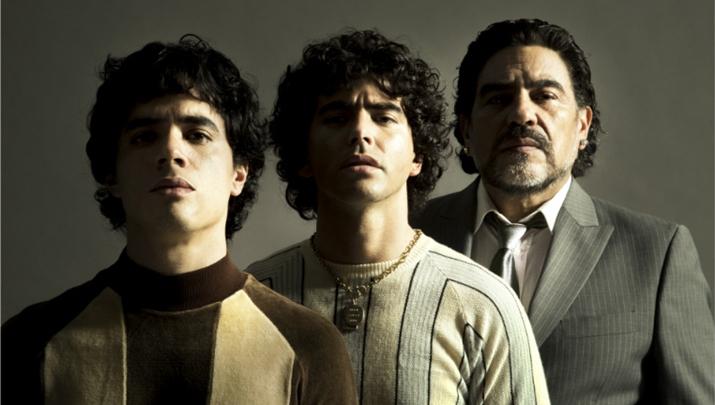 Imagem divulgada pela Amazon com atores que interpretarão Maradona em nova série. (Foto: Amazon Prime Video/Divulgação)