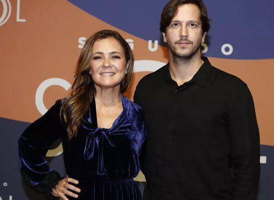 Adriana Esteves e Vladimir Brichta; casal está no elenco da novela Amor de Mãe (Foto: Globo/Paulo Belotte)