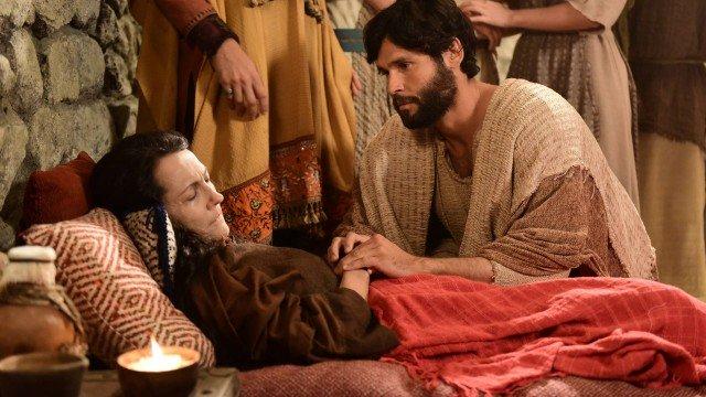 Sara é curada, milagrosamente, por Jesus (Foto: Blad Meneghel/ RecordTV/ Divulgação)