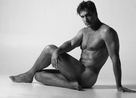 Victor Fasano posa nu aos 60 anos Foto: Brunno Rangel/ reprodução/ instagram