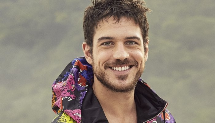 O ator Marco Pigossi na capa da revista GQ de outubro (Foto: Henrique Gendre)