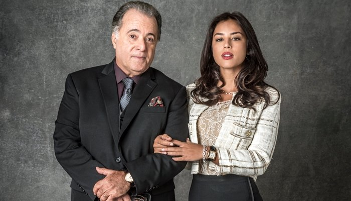Olavo (Tony Ramos) e Laura (Yanna Lavigne) em O Sétimo Guardião (Foto: Globo/João Cotta)