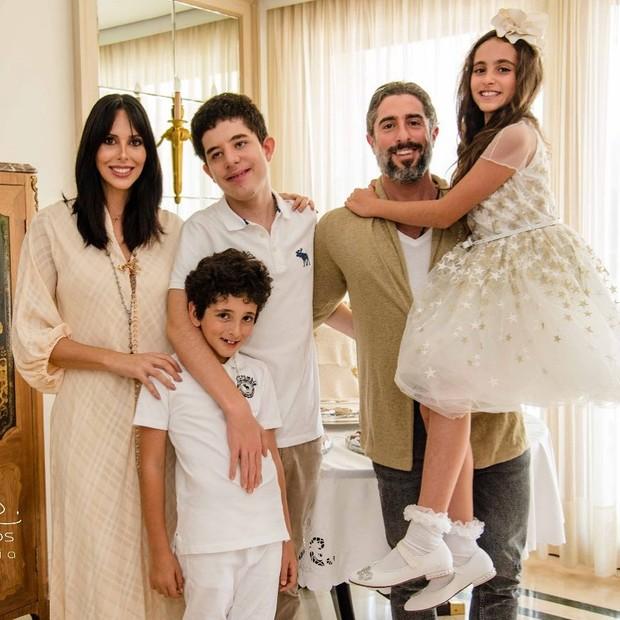 Marcos Mion e Suzana Gullo com os filhos (Foto: Olivia Rios)